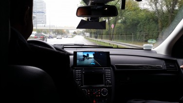 Mercedes Benz zeigt Augmented Reality Navigation