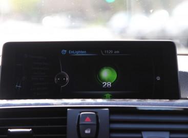 BMW zeigt euch die Ampel jetzt im Fahrzeug-Dispaly